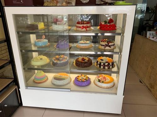 蛋糕顯示柜,中島柜,邊柜,制冰機,打面機,吐司切片機。需要聯系18903967774