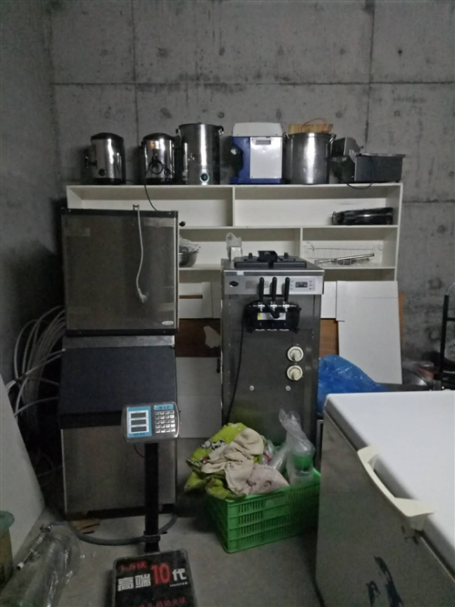 本人出售,有澳柯瑪冰柜95成新,制冰機,碎冰機,冰淇淋機,可樂(奶茶)加熱桶,展示柜,燒水桶,電磁爐...