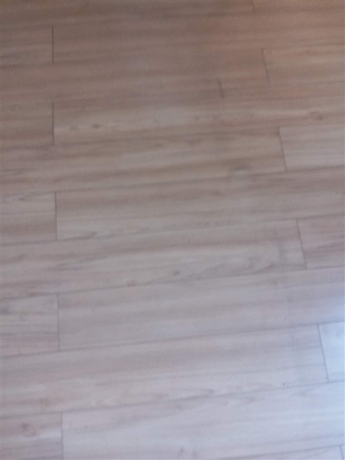 因裝修風格不同,現出售原有門<6扇>和100平門木地板,給錢就賣,電話13809128226