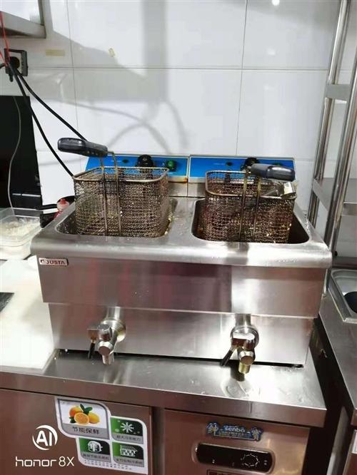 品牌快餐桌椅 廚房設備冰箱水池 切片機全套設備低價處理95成新