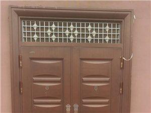 品牌:年年红电泳门,宽1.65米,高2.56米,用不着了,低价出售,电话:13955739995