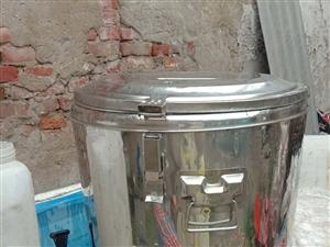 大桶是60升的,小桶是12升的,大桶不常用,老在家放着,可新着哩现低价处理