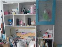 由于工作變動,不變搬運,現出售全友家具一套,九成新,包括一張床(1.5*2.0米),床頭柜一個,三門...