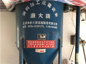 饲料粉碎搅拌机,当初11年7月份购入,使用时间一年左右,后来不准养殖就一直闲置至今,搅拌桶的容量15...