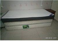 两张床垫。下面的2米*2米   上面的2米*2.2米    一张100  两张200  不讲价。自己...