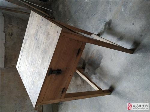 桌子 學生桌 長桌 方桌  前幾年家里出租學生房,后來家里不出租了。有幾張學生桌閑置。參照圖,有長桌...
