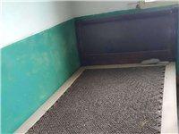 实木床  学生床 木板床  上下铺床 单床 前几年家里出租学生房,后来家里不出租了。有几张学生床闲置...