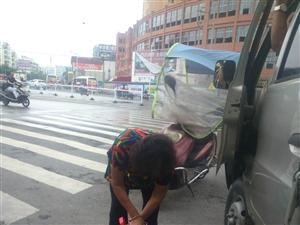 叶榄的老母亲,环保老太杨素珍七十岁的老人每天做环保公益在大街上捡垃圾。
