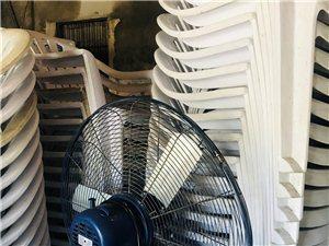白色塑料桌椅几十套、台扇两把只用了三天。