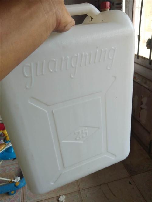 转行,现有光明牌25升塑料新桶150个出售,价格美丽