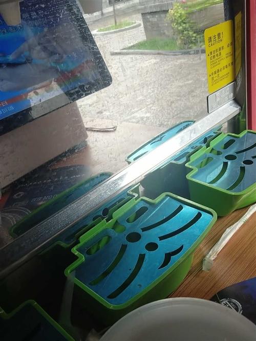 海蒂品牌三杠冷熱飲料機,保護膜都沒撕,9.999成新,試用了一次,2130濟南去買的,現在1800出...