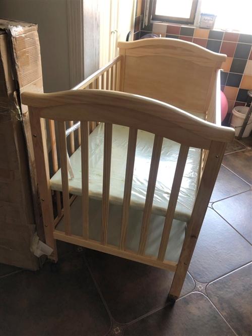 出閑置嬰兒床 全新  。無味環保 送蚊帳。因生二胎 家里老大需要大點的拼接床 所以出小的嬰兒床 有意...