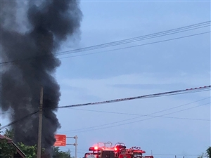 轻卡货柜车自燃