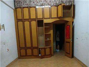 其他小区4室 0厅 1卫1250元/月