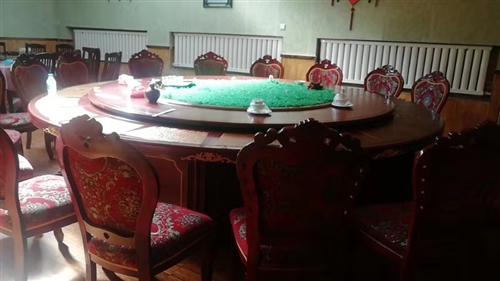 3.63.6米,標準20人桌子,轉盤是鋼架結構,價格面議。