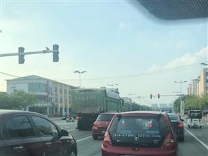 滨州市区的这些拉土车,大白天?#19979;?#27809;人管吗?
