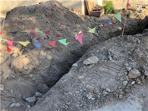 施工土堆多日未填埋,大风天气影响扬尘居民出行
