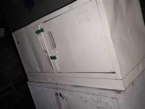 長85厘米   寬高35厘米      學生鐵皮儲物柜(便宜出售)還有高低床便宜出售 聯系電話:...