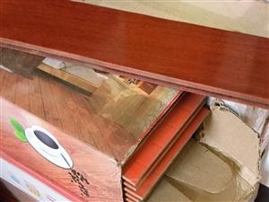 ��化�秃系匕迨切碌模�因家里�b修多了,因此�u出,有42��平方的地板,�格:1220*172*12mm,...