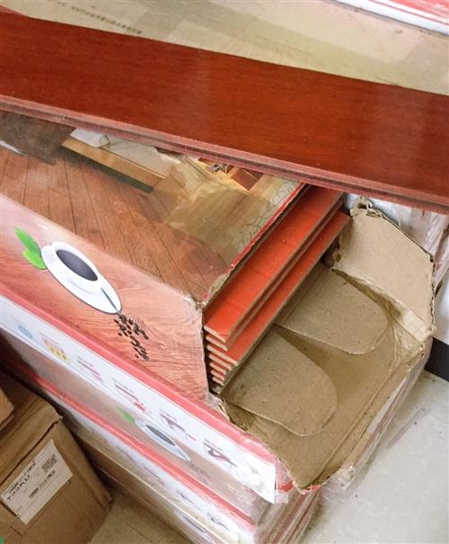 強化復合地板是新的,因家里裝修多了,因此賣出,有42個平方的地板,規格:1220*172*12mm,...