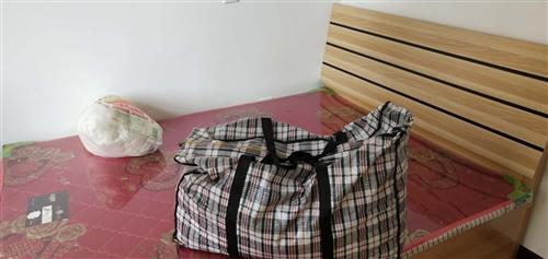 新房裝修,本人出售8成新二手家具,三個床鋪,兩組大衣柜沙發,茶幾,鞋柜,寫字臺,煙機灶具,餐桌餐椅等...