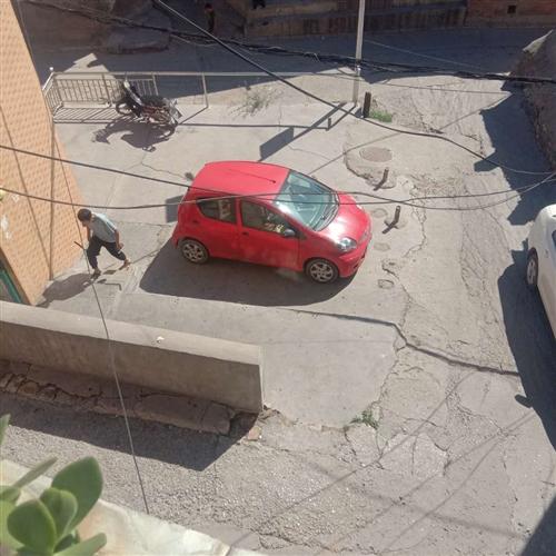 13年的車,前后保險杠有破損,左護板左門補過漆,車況良好,無事故,無大修,