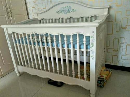 九成新婴儿床,0.8*1.5米,超级结实,轻微擦痕,不影响美观,有意联系