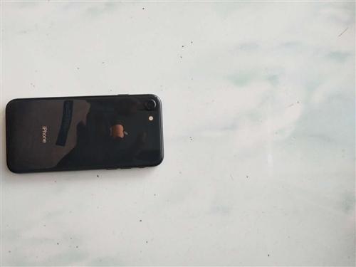 出售苹果小8黑色64g,刚过保一个月,九成新
