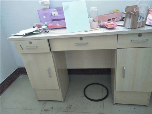 本人有二手書桌,櫥柜,床,沙發床,茶幾,凳子儲物柜,電磁爐,電飯鍋,空氣凈化器,電暖氣片處理。所有物...