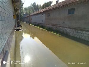 村�f里的路上的水怎么越�碓酱蟀。�