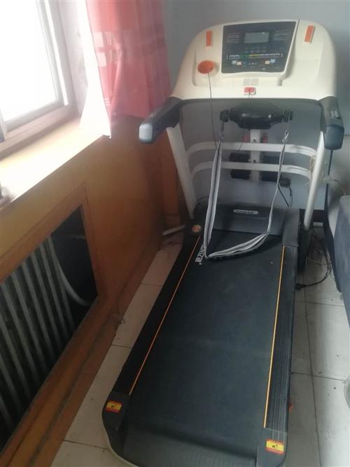 出售跑步機一臺,買后用不到十天至今閑置,有意出售。電話13931237790
