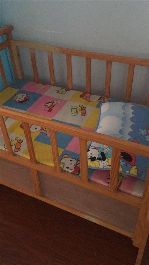 宝宝大了睡不下,九成新宝宝摇篮床低价出售