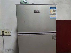 小型冰箱 单人用完全满足日常需要容纳的东西 ,基本全新 才刚买一个月 因需要搬家带不走需要出售,价格...