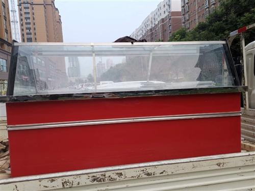 九成新的,两米长,90宽的凉菜柜,上面保鲜,下面带冷藏,纯铜管的。