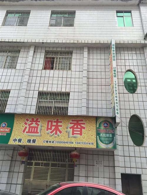 房屋出售,整棟4層,不動產證,有2個門面。價格面議。