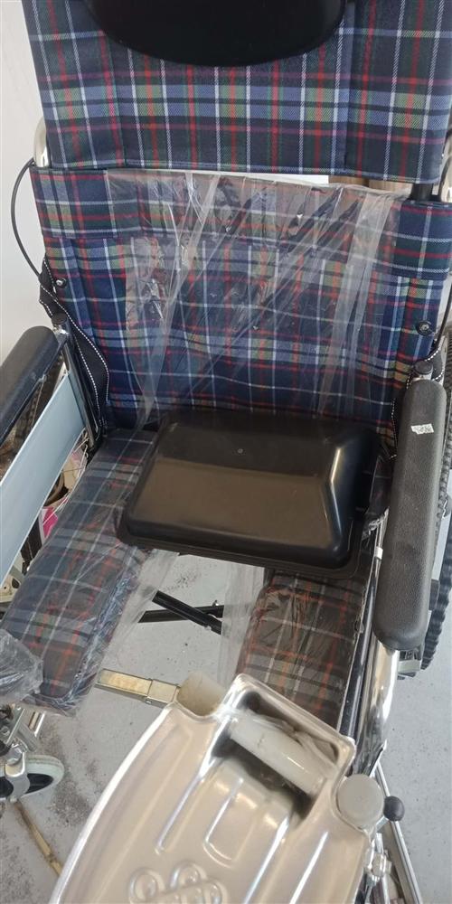 本人于八月份在老百姓大藥房購買輪椅一張,全新,當時以698元購買,現有意出售,有意者聯系183793...
