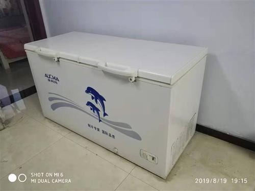 生意不干了,澳柯瑪品牌冰柜一臺全銅管低價轉讓,用了不到一年九成新四百多升,現便宜處理。