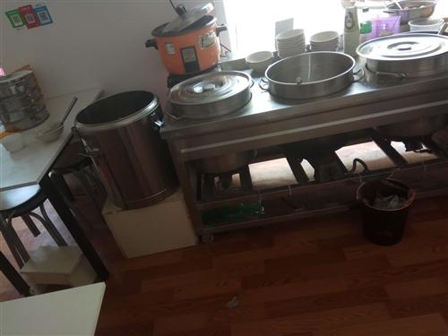 转让早餐用具:不锈钢架子 消毒柜 蒸炉 烤饼炉 冰柜 桌子 椅子