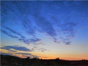 几度夕阳红天蓝蓝!水蓝蓝!