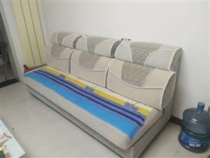 九成新沙发(三座)、茶几共500元。电话16637901218