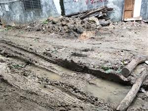 街道积水,脏乱烂