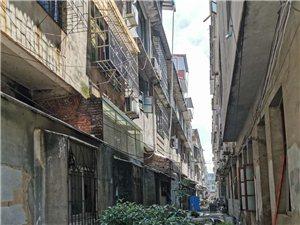 金鑫一路中段第一排房子占用消防通道