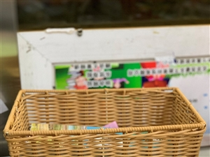 编织框,之前是在零食店使用的,大概有一百多个!