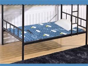 去年买的,单人的还没有用过,0.9?1.9m的,架子床,单人床都可以用。搬新家用不了了,求带走。原价...