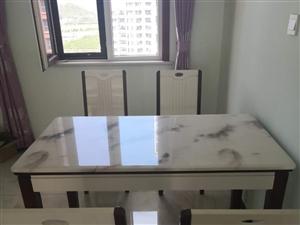 出售全新餐桌椅