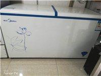 才用一年的美的大冰柜。300多L。因为太大没地方摆。