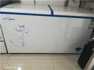 才用一年的美的大冰柜。300多L。因�樘�大�]地方�[。