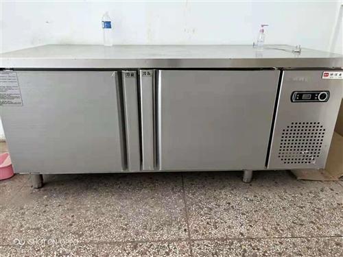 买的全新冷鲜柜,只用一个月,1200元。三层烤炉7成新1500元