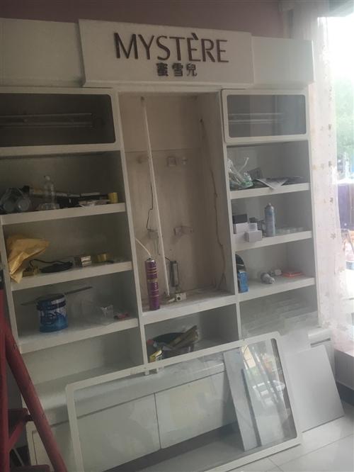 化妝品壁柜,2米×2.4米,給錢就賣。