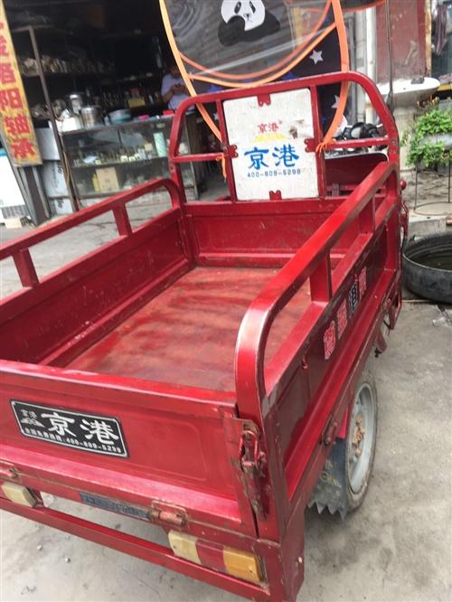 出售九成新京港電動三輪車,車況良好,車廂長一米三寬九十行程五十里,